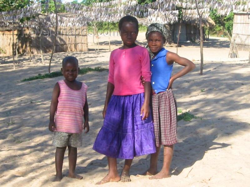 mozambique49: Marracuene / Vila Luísa, Maputo Province, Mozambique: kids - photo by J.Gewalli - (c) Travel-Images.com - Stock Photography agency - Image Bank
