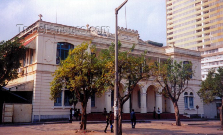 mozambique7: Mozambique / Moçambique - Maputo / Lourenço Marques: the National Libray /  Biblioteca Nacional de Moçambique - avenida 25 de Setembro - photo by M.Torres - (c) Travel-Images.com - Stock Photography agency - Image Bank