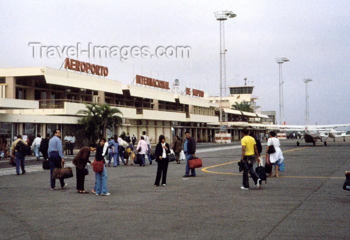 mozambique77: Mozambique / Moçambique - Maputo / Lourenço Marques / MPM: Maputo's International Airport- Aeroporto Internacional de Maputo (photo by M.Torres) - (c) Travel-Images.com - Stock Photography agency - Image Bank