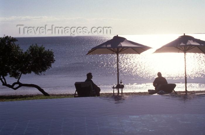 mozambique84: Mozambique / Moçambique - Moçambique - ilha de Bazaruto / Bazaruto island: Indigo bay - parasols on the beach / baía Indigo - photo by F.Rigaud - (c) Travel-Images.com - Stock Photography agency - Image Bank