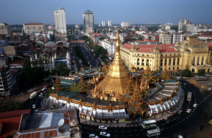 myanmar16: Myanmar - Yangon: Sule Pagoda, located on a roundabout in downtown Yangon, formerly an island on the Hlaing River - seen from above - photo by W.Allgöwer - Im Zentrum von Yangon steht mitten im Kreisverkehr die Sule-Pagode. Diese Pagode ist ein Alltagstem - (c) Travel-Images.com - Stock Photography agency - Image Bank
