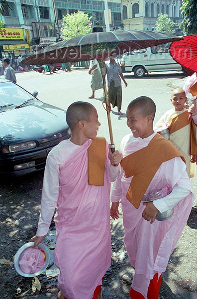 myanmar169: Myanmar / Burma - Yangoon / Rangoon / Rangun: Buddhist nuns sharing an umbrella - people - Asia (photo by J.Kaman) - (c) Travel-Images.com - Stock Photography agency - Image Bank