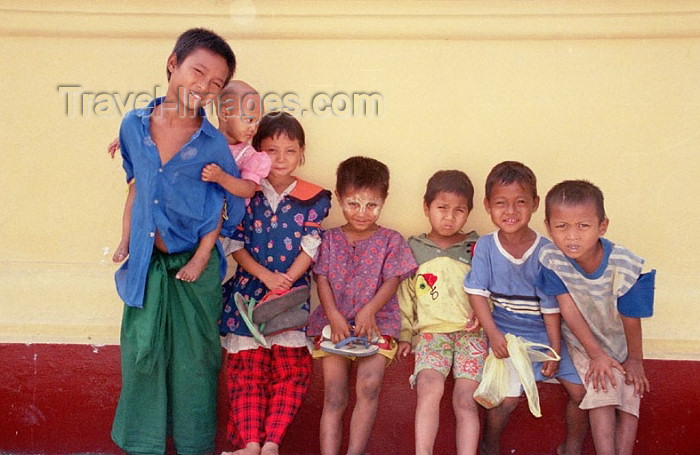 myanmar172: Myanmar / Burma - Yangon / Rangoon: Burmese children on a wall (photo by J.Kaman) - (c) Travel-Images.com - Stock Photography agency - Image Bank