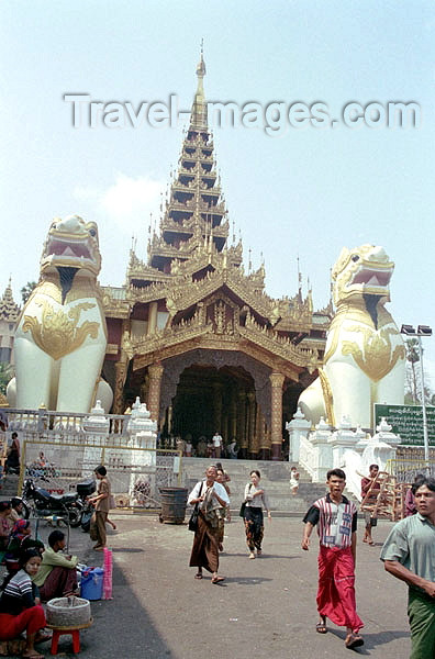 myanmar176: Myanmar / Burma - Yangon / Rangoon: lions in front of Shwedagon pagoda (photo by J.Kaman) - (c) Travel-Images.com - Stock Photography agency - Image Bank