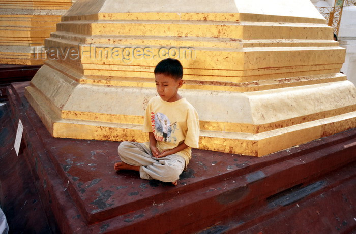 """myanmar19: Myanmar - Yangon: boy meditating near a stupa - religion - Buddhism - photo by W.Allgöwer - Junger Burmese meditiert in der Shwedagon-Pagode von Yangon. Meditation (lat. meditatio = """"das Nachdenken über"""" oder lat. medius = """"die Mitte"""") ist eine Konzentrat - (c) Travel-Images.com - Stock Photography agency - Image Bank"""