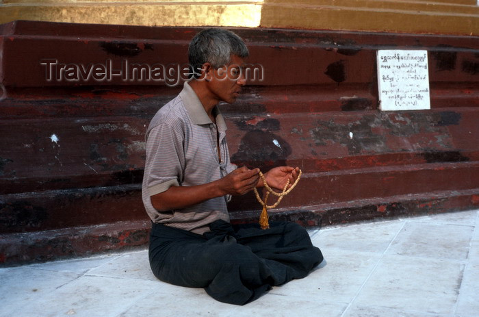 "myanmar204: Myanmar - Yangon: men in meditating position at the Shwedagon pagoda - photo by W.Allgöwer - Ein Burmese (Laie) bei der Meditation in der Shwedagon-Pagode anläßlich des Lichterfestes im November. Meditation (lat. meditatio = ""das Nachdenken über"" oder lat - (c) Travel-Images.com - Stock Photography agency - Image Bank"