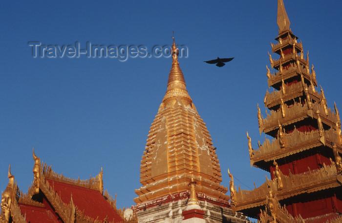 myanmar206: Myanmar - Bagan, Nyaung U: Shwezigon pagoda - stupa and pagoda - religion - Buddhism - Asia - photo by W.Allgöwer - Die Shwezigon-Pagode, deren Zedi der erste in einem eigenständischen birmanischen Stil war. Der Baubeginn war im Jahre 1059. Der massive, v - (c) Travel-Images.com - Stock Photography agency - Image Bank