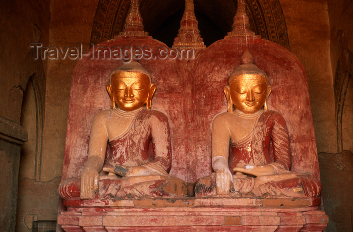 myanmar210: Myanmar - Bagan: pair of Buddha figures - art - Asia - photo by W.Allg&#246;wer - Eine Besonderheit, und weltweit eine Seltenheit im Dhammayangyi-Tempel sind die nebeneinander sitzenden Buddhafiguren im westlichen Zugang. Die Arch&#228;ologen sind sich nicht einig: - (c) Travel-Images.com - Stock Photography agency - Image Bank