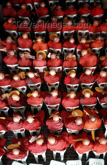 myanmar23: Myanmar - Yangoon: meeting of Buddhist monks - backs - photo by W.Allgöwer - Versammlung von Mönchen bei der Einweihung eines Kaufhauses. Die Mönche halten eine Puja ab, welche dem Gebäude Glück und Segen bringt. Als Mönch (v. kirchenlateinisch: monachus  - (c) Travel-Images.com - Stock Photography agency - Image Bank