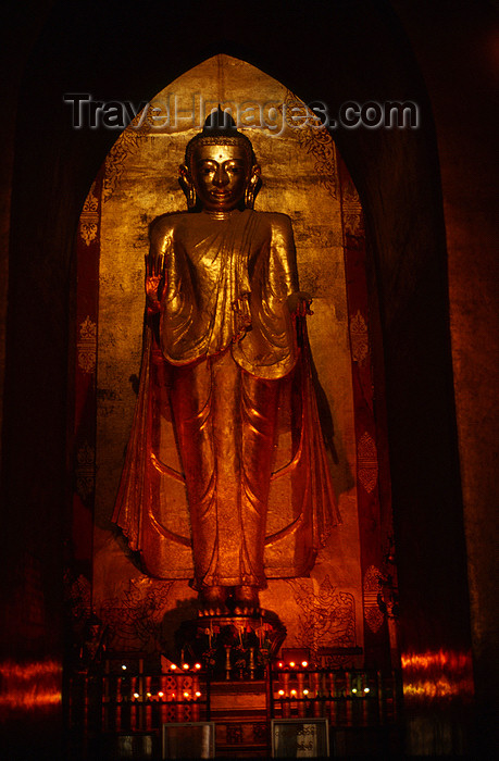 myanmar230: Myanmar - Bagan: Ananda Pahto temple - one of four 9 m teak Buddhas at the four cardinal points of the temple - Gautama image of the west using the 'abhaya mudra' gesture (reassurance or no fear) - religion - Buddhism - Asia - photo by W.Allgöwer - Innena - (c) Travel-Images.com - Stock Photography agency - Image Bank