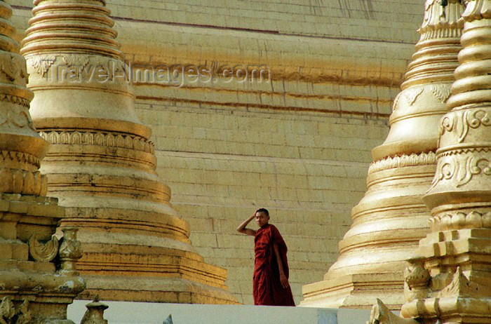 myanmar39: Myanmar / Burma - Yangoon / Rangoon: gold - Shwedagon pagoda - monk among gilded stupas - zedis - religon - Buddhism (photo by J.Kaman) - (c) Travel-Images.com - Stock Photography agency - Image Bank