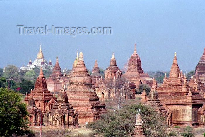 myanmar8: Myanmar / Burma - Bagan / Pagan: distant view of the majestic Ananda Pahto temple, with smaller pagodas in the foreground (photo by J.Kaman) - (c) Travel-Images.com - Stock Photography agency - Image Bank
