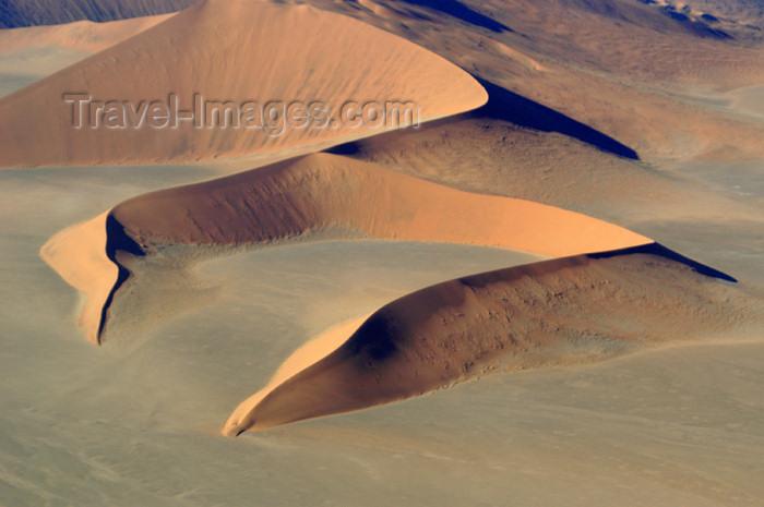 namibia105: Namibia: Aerial View of Horseshoe shaped sand dune, Sossusvlei, Hardap region - photo by B.Cain - (c) Travel-Images.com - Stock Photography agency - Image Bank