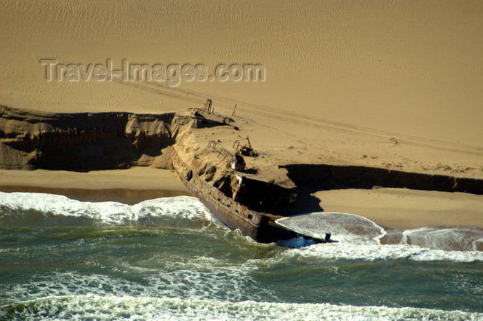 namibia112: Namibia: Aerial view of Skeleton Coast with shipwreck, Kunene region - photo by B.Cain - (c) Travel-Images.com - Stock Photography agency - Image Bank