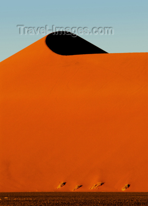 namibia118: Namib Desert - Sossusvlei, Hardap region, Namibia, Africa: Apricot colored Dune # 45 at Sunrise, star dune - 5 million year old sand - photo by B.Cain - (c) Travel-Images.com - Stock Photography agency - Image Bank