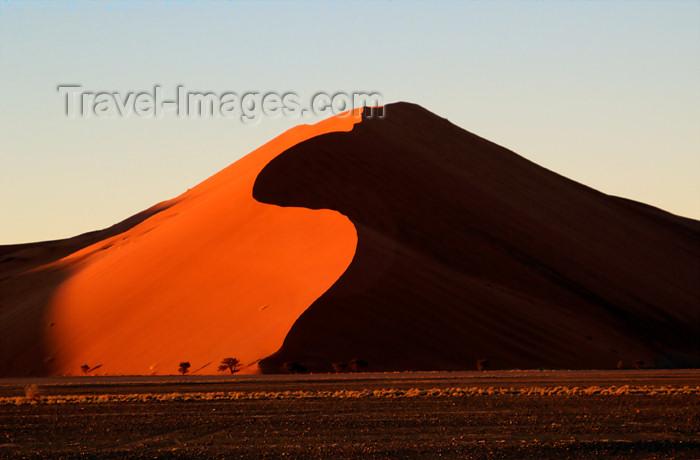 namibia119: Namib Desert - Sossusvlei, Hardap region, Namibia, Africa: Apricot colored sand dune at sunrise - photo by B.Cain - (c) Travel-Images.com - Stock Photography agency - Image Bank