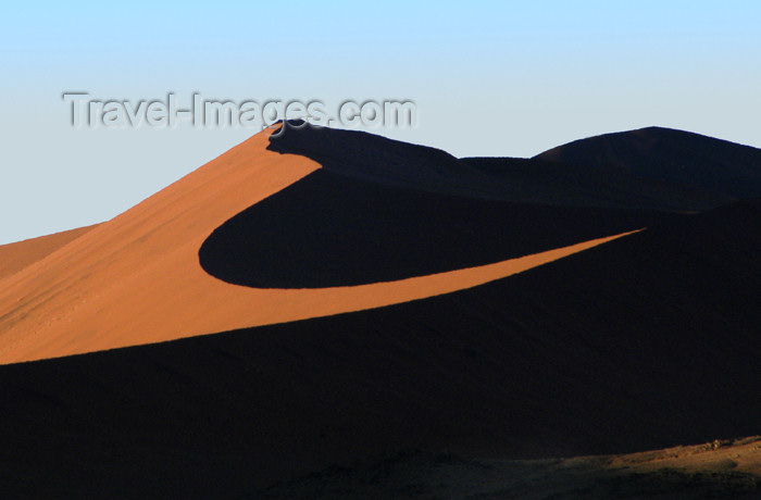 namibia121: Namib Desert - Sossusvlei, Hardap region, Namibia, Africa: Cycle shape highted sand dune at sunrise - photo by B.Cain - (c) Travel-Images.com - Stock Photography agency - Image Bank