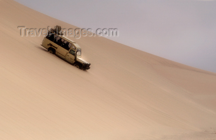 namibia155: Namibia: Landrover going down sand dune, Skeleton Coast - photo by B.Cain - (c) Travel-Images.com - Stock Photography agency - Image Bank