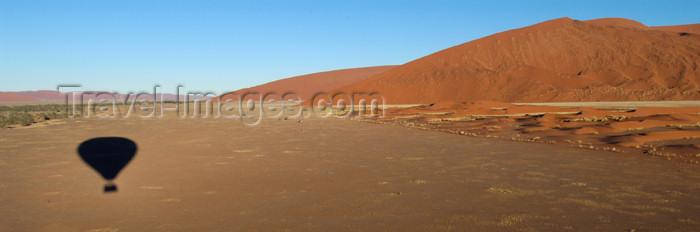 namibia157: Namib Desert - Sossusvlei, Hardap region, Namibia, Africa: Landscape panorama from Hot Air Balloon - Baloon shadow - photo by B.Cain - (c) Travel-Images.com - Stock Photography agency - Image Bank