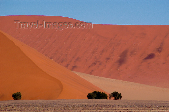 namibia166: Namibia Multi colored sanddunes scenic, near Sossusvlei - photo by B.Cain - (c) Travel-Images.com - Stock Photography agency - Image Bank