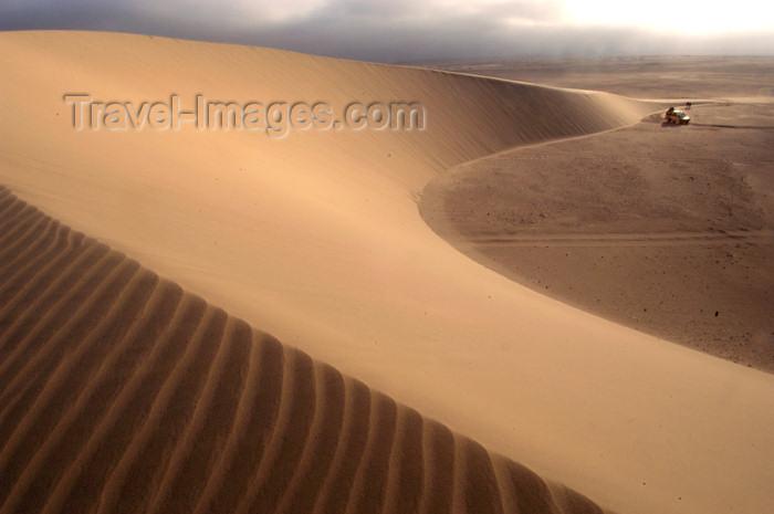 namibia181: Namibia: Sweeping sand dunewith land rover, Skeleton Coast - photo by B.Cain - (c) Travel-Images.com - Stock Photography agency - Image Bank