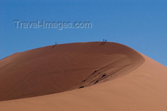 namibia187: Namib Desert - Sossusvlei, Hardap region, Namibia, Africa: Two Hikers on Big Mama sand dune - photo by B.Cain - (c) Travel-Images.com - Stock Photography agency - Image Bank