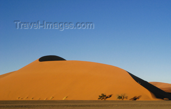 namibia188: Namibia two hikers on Dune# 45 at sunrise, Sossusvlei - photo by B.Cain - (c) Travel-Images.com - Stock Photography agency - Image Bank