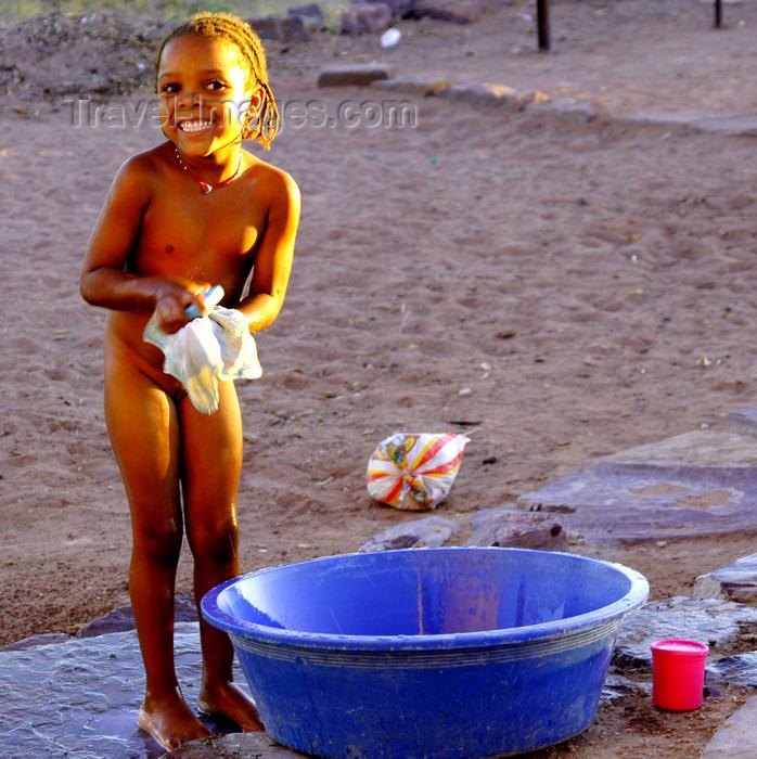 namibia194: Hardap region, Namibia: in the countryside - improvised bathtub - photo by Sandia - (c) Travel-Images.com - Stock Photography agency - Image Bank