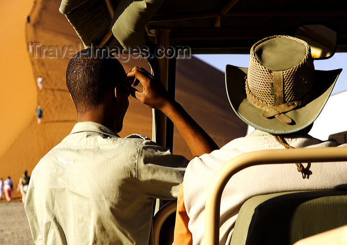 namibia198: Namib Desert - Sossusvlei, Hardap region, Namibia: safari guides - photo by Sandia - (c) Travel-Images.com - Stock Photography agency - Image Bank