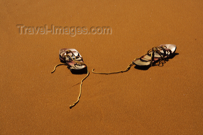 namibia200: Namib Desert - Sossusvlei, Hardap region, Namibia: abandoned sandals - climbing the dunes barefoot - photo by Sandia - (c) Travel-Images.com - Stock Photography agency - Image Bank