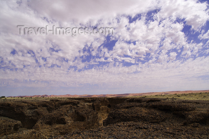 namibia211: Sesriem Canyon, Namib desert, Hardap region, Namibia: deep formation in sedimentary rock -1 km. long - wadi or rivier of the Tsauchab river - southern Naukluft Mountains - photo by Sandia - (c) Travel-Images.com - Stock Photography agency - Image Bank