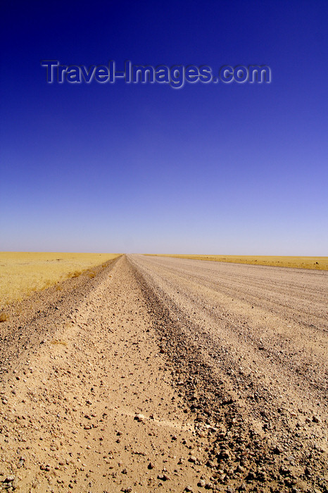 namibia216: Erongo region, Namibia: country road - soul reaching tranquility - no life at all - photo by Sandia - (c) Travel-Images.com - Stock Photography agency - Image Bank