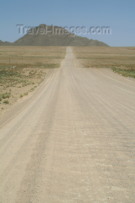 namibia28: Namibia: heading to the hills - dirt road - photo by J.Banks - (c) Travel-Images.com - Stock Photography agency - Image Bank