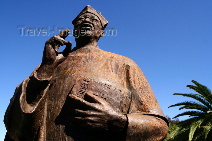 namibia5: Windhoek, Namibia: statue of Anglican Reverend Theofilus Hamutumbangela who confronted the apartheid regime - monument near the city hall - photo by Sandia - (c) Travel-Images.com - Stock Photography agency - Image Bank