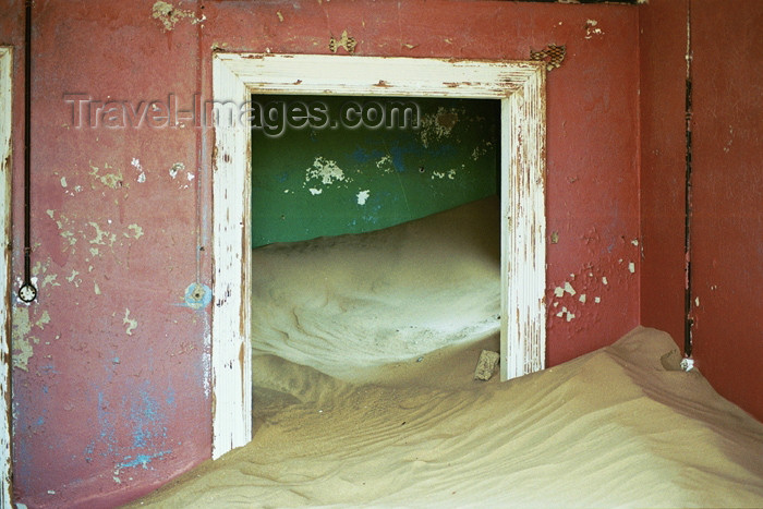 namibia70: Namibia - Kolmanskop: inside view of house invaded by sand - ghost town - photo by J.Stroh - (c) Travel-Images.com - Stock Photography agency - Image Bank