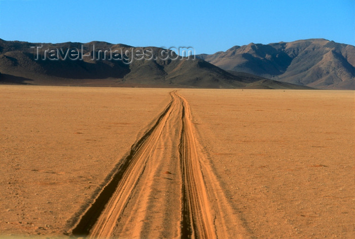 namibia83: Namibia - Namib desert: tracks in sand - photo by G.Friedman - (c) Travel-Images.com - Stock Photography agency - Image Bank