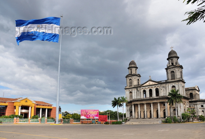 nicaragua36: Managua, Nicaragua: Plaza de la Revolución - flag, Old Cathedral and Presidential palace - photo by M.Torres - (c) Travel-Images.com - Stock Photography agency - Image Bank