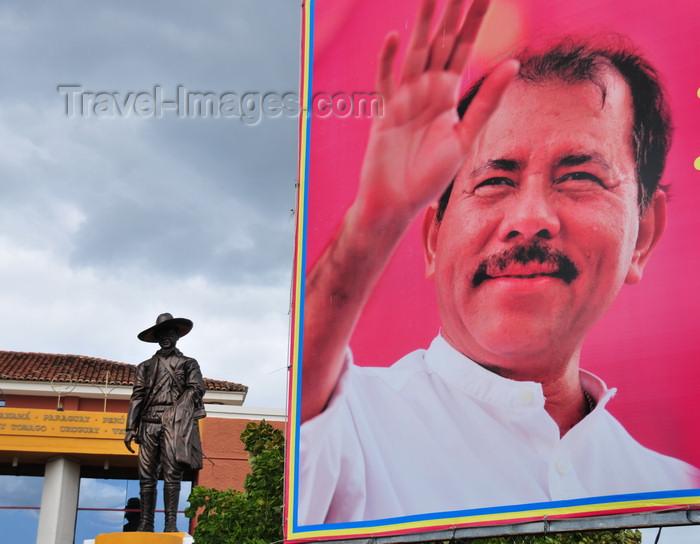 nicaragua38: Managua, Nicaragua: small statue of Sandino and giant poster of Daniel Ortega Saavedra at the Presidential Palace - Casa Presidencial - Plaza de la Revolución / Plaza de la República - photo by M.Torres - (c) Travel-Images.com - Stock Photography agency - Image Bank