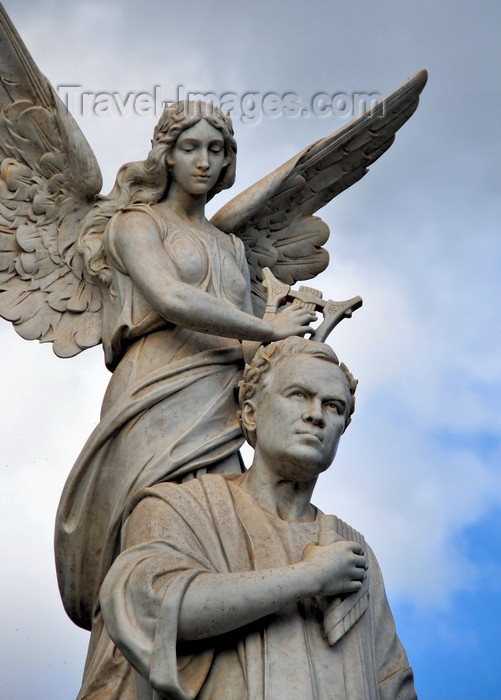 nicaragua41: Managua, Nicaragua: Rubén Dário monument - Nicaraguan poet - father of Castilian modernism - located between Central Park and the National Theatre - sculptor Mario Favilli - photo by M.Torres - (c) Travel-Images.com - Stock Photography agency - Image Bank