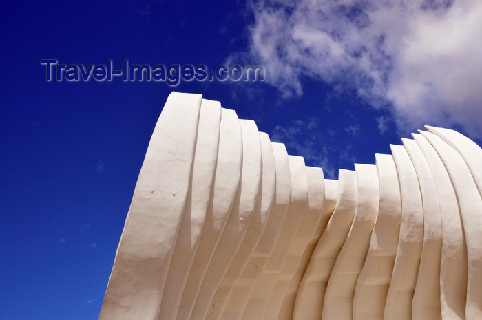nicaragua45: Managua, Nicaragua: bandstand - acoustic shell - a wall in the wind - Plaza de la Fé Juan Pablo II - malécon - photo by M.Torres - (c) Travel-Images.com - Stock Photography agency - Image Bank