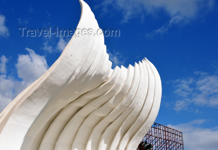 nicaragua46: Managua, Nicaragua: bandstand - acoustic shell - built by the mayor Herty Lewittes - Concha Acustica Taiwan - Plaza de la Fé Juan Pablo II - malécon - photo by M.Torres - (c) Travel-Images.com - Stock Photography agency - Image Bank