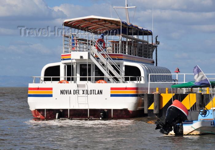 nicaragua49: Managua, Nicaragua: harbour on Lake Managua - tour boat 'Novia del Xolotlán' - Puerto Salvador Allende - malécon - photo by M.Torres - (c) Travel-Images.com - Stock Photography agency - Image Bank