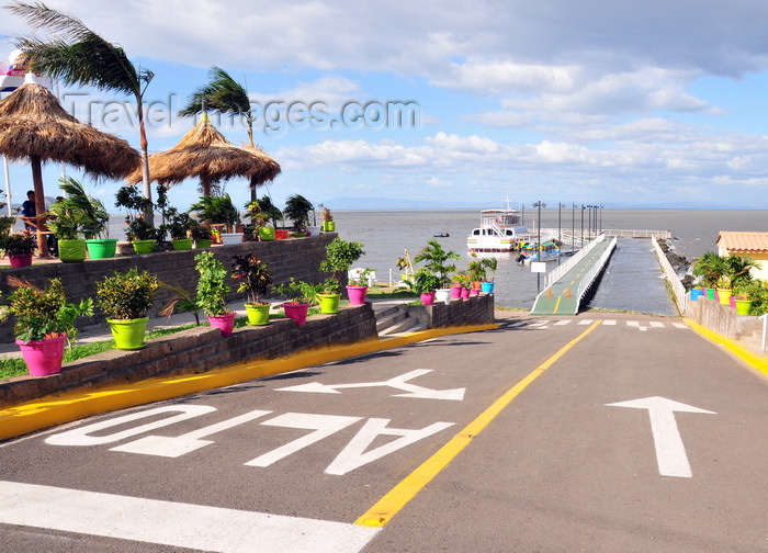 nicaragua52: Managua, Nicaragua: harbour on Lake Managua / Lago Xolotlán - driving to the pier - Puerto Salvador Allende - malécon - photo by M.Torres - (c) Travel-Images.com - Stock Photography agency - Image Bank