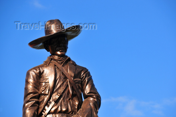 nicaragua60: Managua, Nicaragua: statue of Augusto Sandino at the Presidential Palace - Plaza de la Revoluci&#243;n / Plaza de la Rep&#250;blica - photo by M.Torres - (c) Travel-Images.com - Stock Photography agency - Image Bank