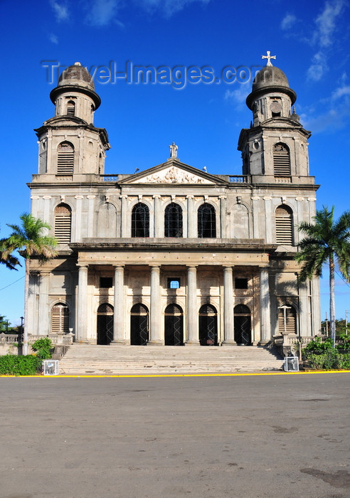 nicaragua65: Managua, Nicaragua: old Roman Catholic Cathedral of St. Jamaes and Plaza de la Revolución / Plaza de la República - Antigua Catedral de Santiago de Managua - photo by M.Torres - (c) Travel-Images.com - Stock Photography agency - Image Bank
