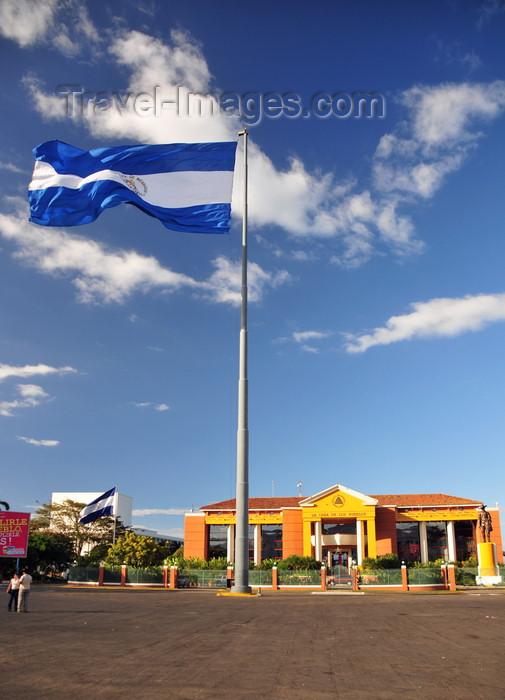nicaragua66: Managua, Nicaragua: Presidential Palace and Nicaraguan flag - Casa Presidencial - Casa de los Pueblos - Plaza de la Revolución / Plaza de la República - photo by M.Torres - (c) Travel-Images.com - Stock Photography agency - Image Bank