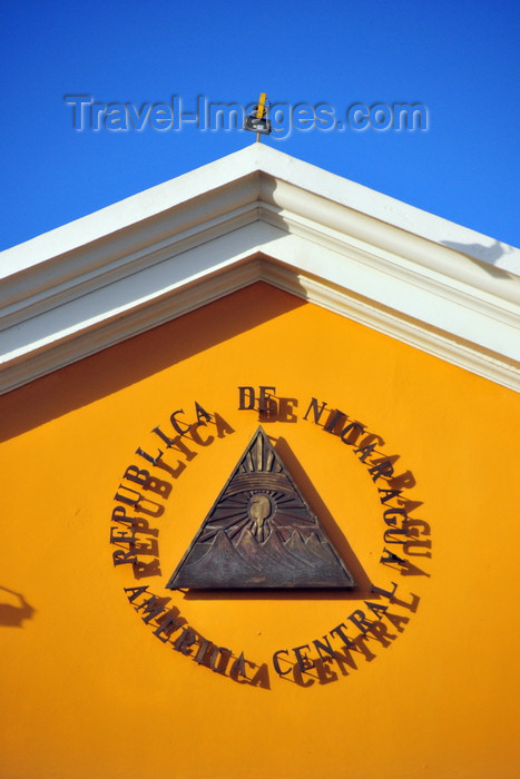 nicaragua67: Managua, Nicaragua: Presidential Palace - Nicaraguan coat of arms in bronze -  Escudo de Nicaragua - Casa Presidencial - Casa de los Pueblos - Plaza de la Revolución / Plaza de la República - photo by M.Torres - (c) Travel-Images.com - Stock Photography agency - Image Bank