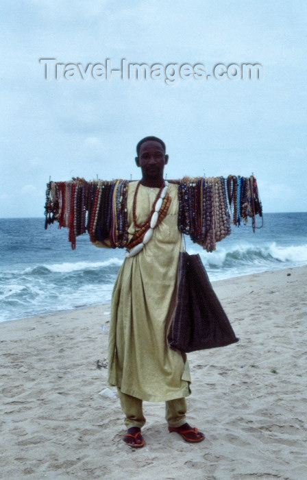 nigeria27: Nigeria - Lagos / LOS: selling on the beach - photo by Dolores CM - (c) Travel-Images.com - Stock Photography agency - Image Bank
