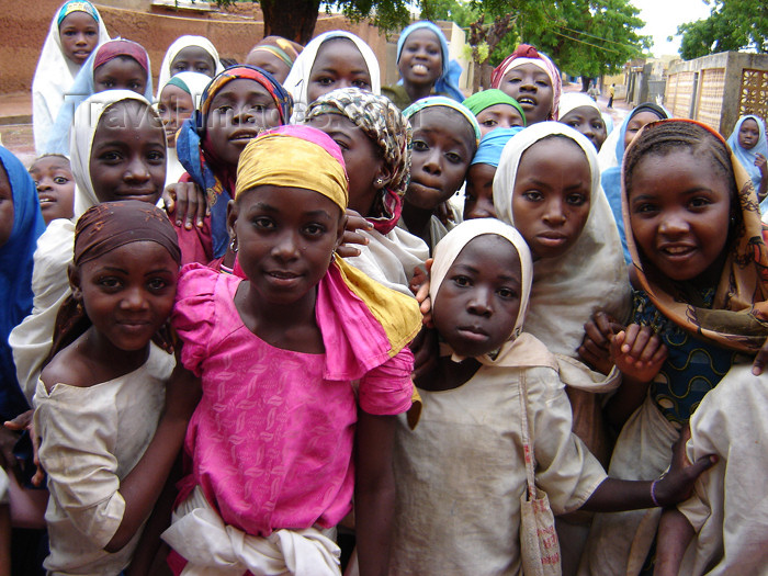 nigeria31: Nigeria - Daura - Katsina State: school girls - Hausa people - Daura emirate - photo by A.Obem - (c) Travel-Images.com - Stock Photography agency - Image Bank
