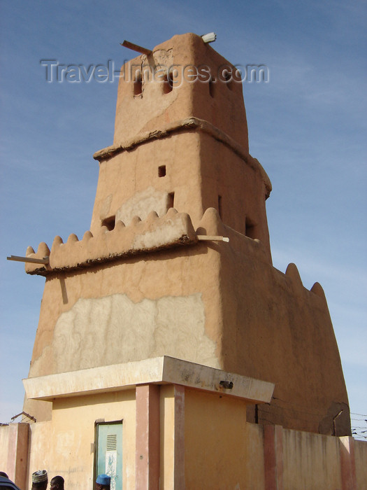 nigeria39: Nigeria - Katsina: mud architecture - Gobirau Minaret - mosque - built in 11th century - made with a combination of clay, straw, animal blood and 'karite', a vegetable butter - religion - Islam - photo by Anna Obem - (c) Travel-Images.com - Stock Photography agency - Image Bank